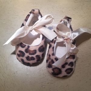 Baby girl leapard shoes with ribbon